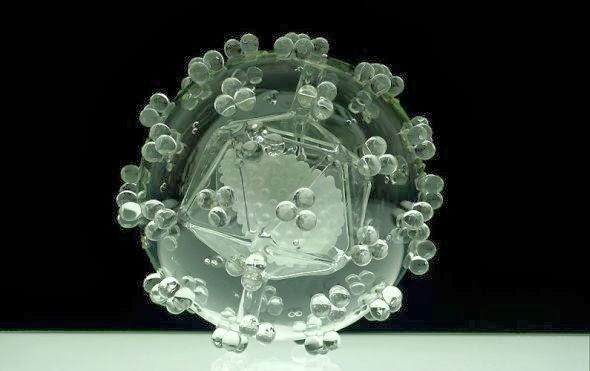 Luke Jerram glass microbiology esculturas vidro microbios virus bactérias arte ciência doenças