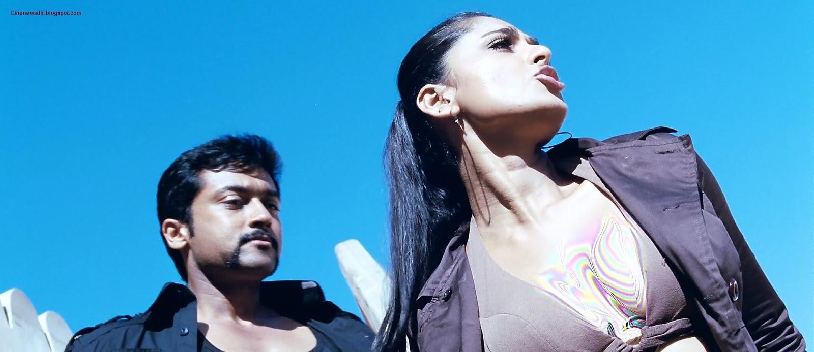 cine news anushka shetty cleavage stills in tamil movie singam song