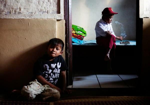 anak kecil merokok