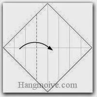 Bước 5: Gấp cạnh giấy sang phải.