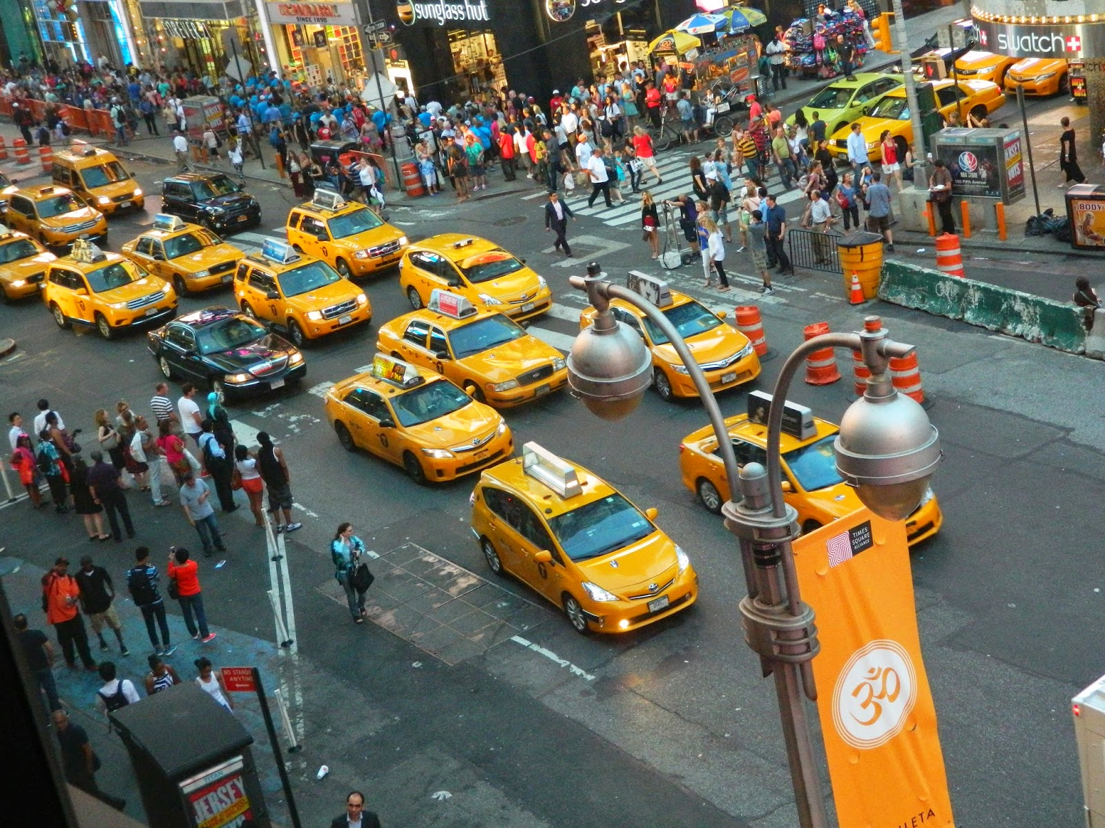 yellow taxis lines road nyc
