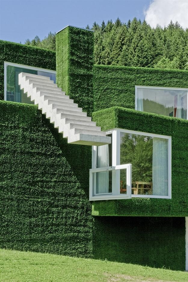 في النمسا واحد من أغرب المنازل التي شيدت وتم تغطيتها بالعشب الأخضر Grass-Covered-House-in-Frohnleiten-by-ORTIS-GmbH-13