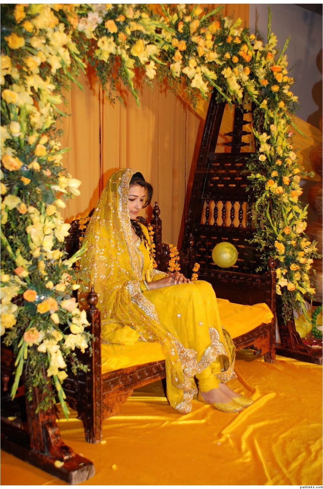 Fashion tips box yellow dresses for mehndi - Decoratie dressing ...