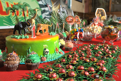 Jungle Safari Madagascar Dessert Table