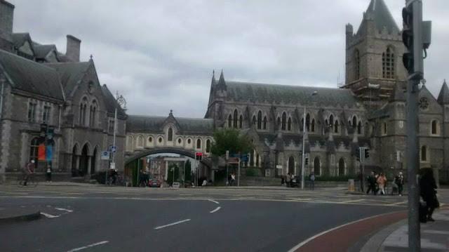Puente que une la Christ Church Cathedral con Dublinia