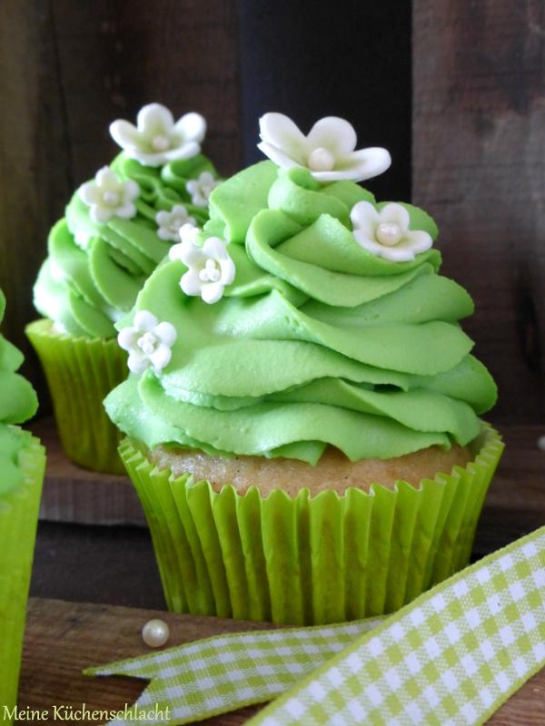 Double Vanilla Cupcakes mit Waldmeister Topping | Meine ...