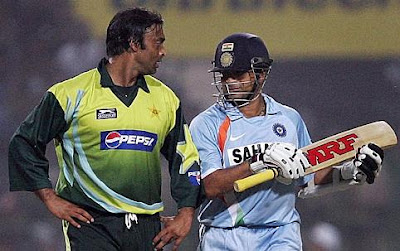 Image of Sachin Tendulkar and Shoaib Akhtar in action
