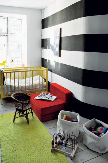 Esdesign wallpaper wednesday black white stripes - Black and white striped wall ...