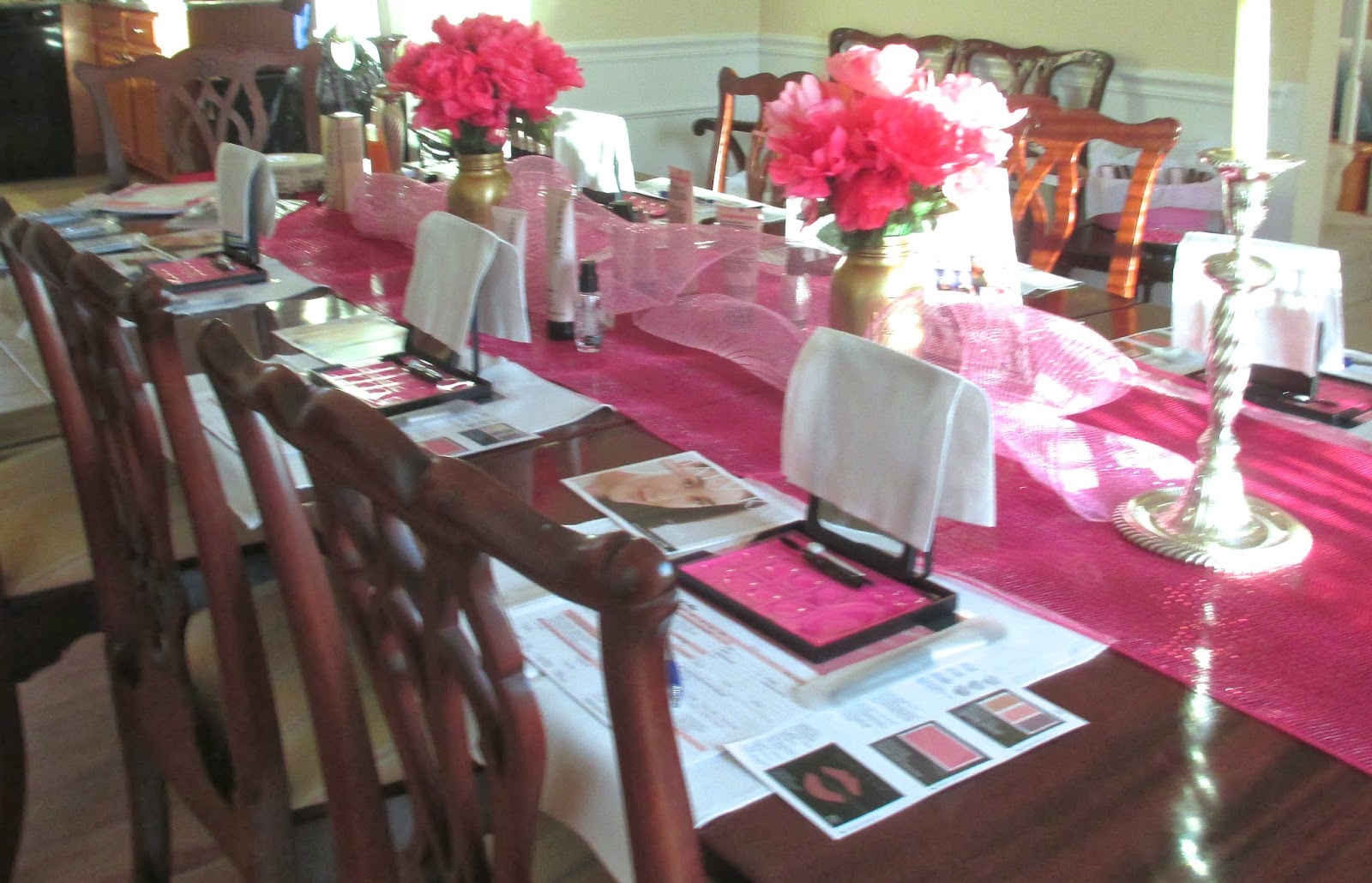 Dark Pink Deco Mesh (18 Inch Width) Worked As The Table Runner. Twirled Light  Pink Deco Mesh Added Some Height And Flair To The Center Of The Table.