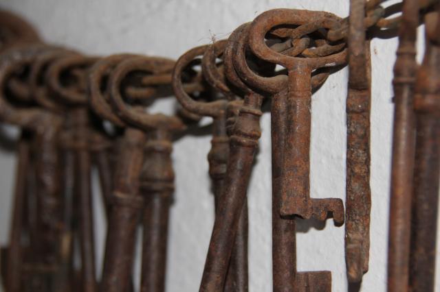Versos per versos el due o de las llaves for Llaves de bano antiguas