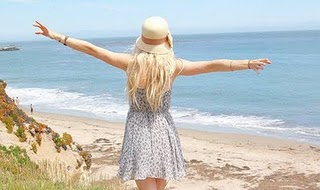 Aunque haya un mar que nos separe siempre habrá un cielo que nos una.