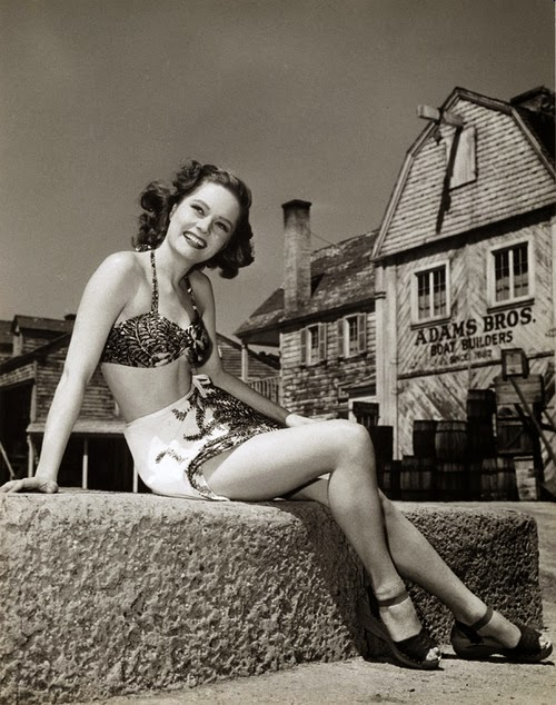 Frumuse de weekend: Alexis Smith