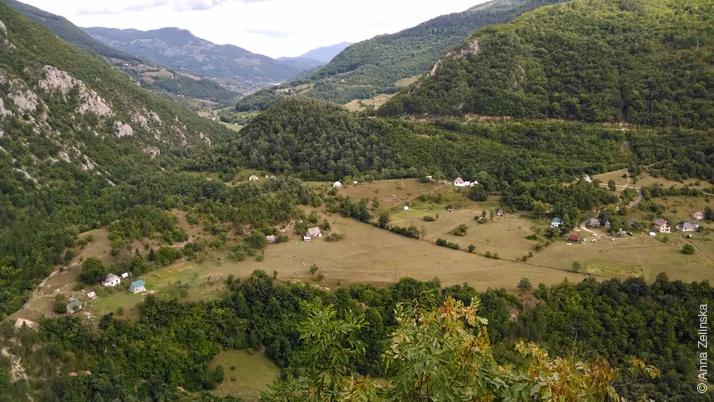 Долина среди гор, Черногория