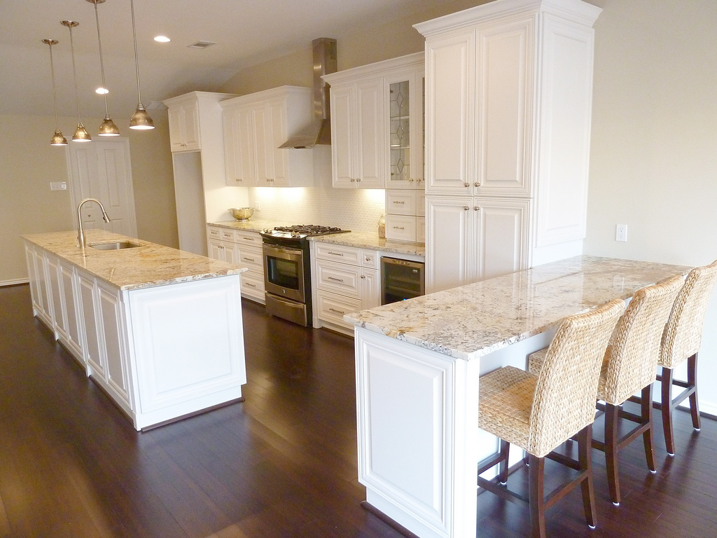 The granite gurus whiteout wednesday 5 white kitchens for Pictures of white kitchen cabinets with granite countertops