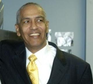 Cónsul Boston pasa Vía crucis; tiene cinco meses sin poder asumir cargo
