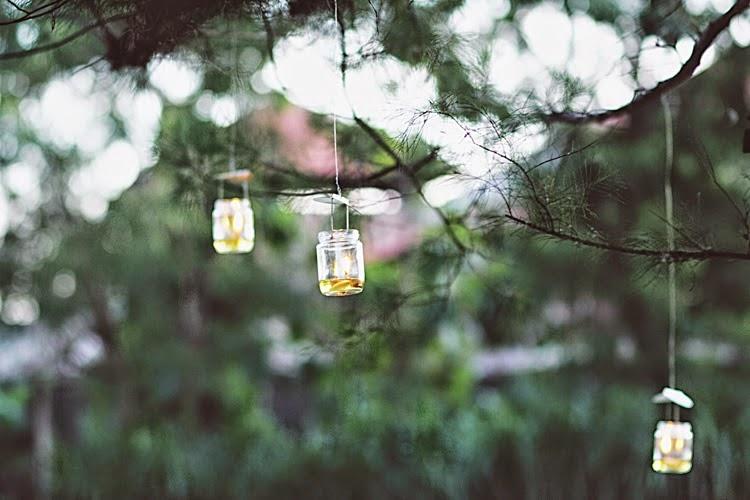 Lampu-lampu yang mampu mempercantik spot dalam pernikahan outdoor