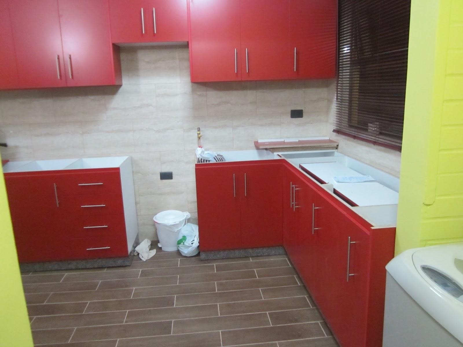 Muebles de pino rojo 20170903170525 for Sillas de cocina rojas