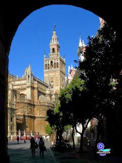 Sevilla - La Giralda desde la Puerta del Patio de Banderas