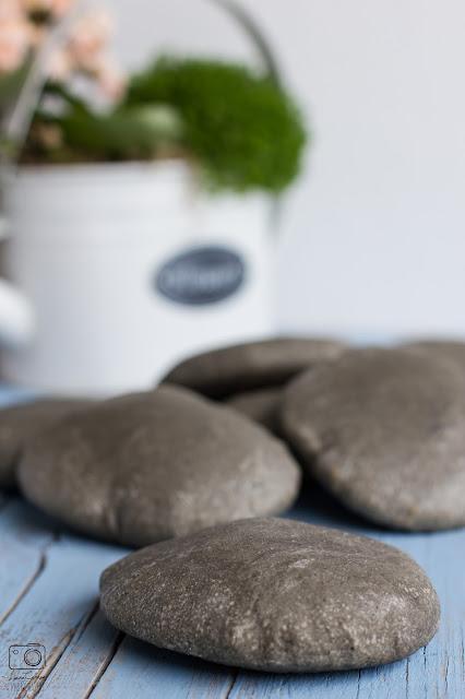 di grosse pietre che sono il pane della vita e della mia seconda lezione di yoga (e dell'allineamento planetario)