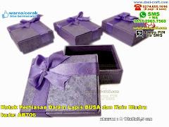 Kotak Perhiasan Dalam Lapis Busa Dan Kain Bludru