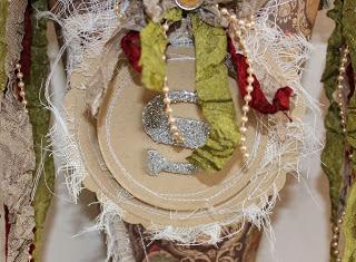 http://kerry-sweetroses.blogspot.com.au/2013/12/christmas-cones.html