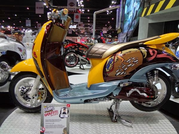 modifikasi motor honda scoopy warna hitam