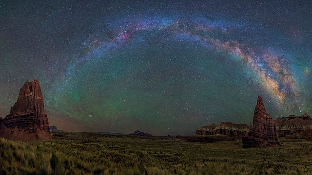 The Milky Way over Capitol Reef National Park in Utah (© Dave Lane/NASA) 651