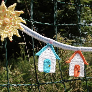 free crochet beach hut bunting pattern