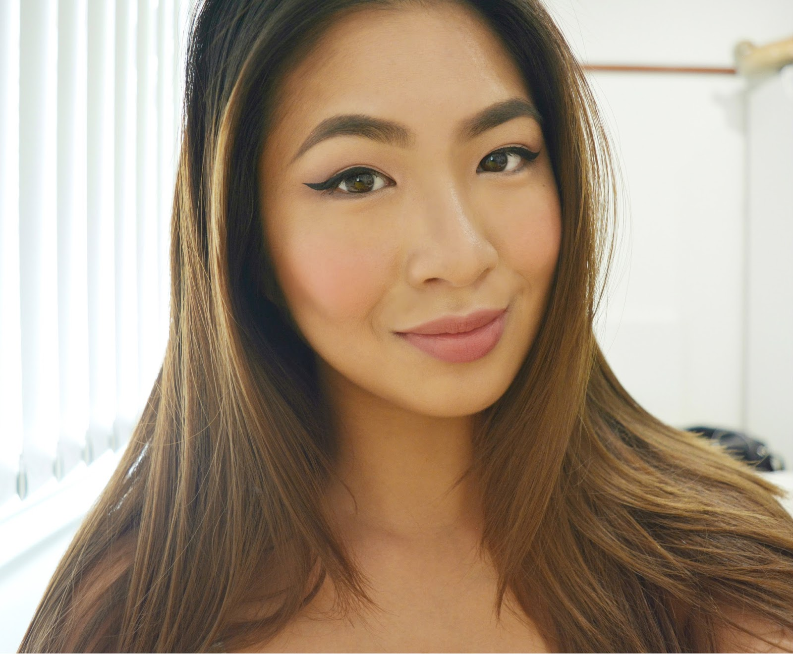 Men Prefer Online Daters Wearing Makeup; Celebs Natural