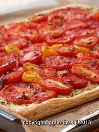 http://salzkorn.blogspot.fr/2012/07/tarte-mit-confierten-tomaten-auf-pesto.html