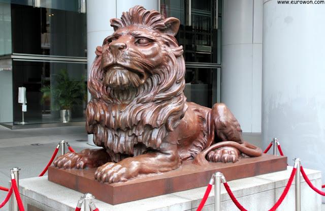 Uno de los dos leones del Banco HSBC de Hong Kong