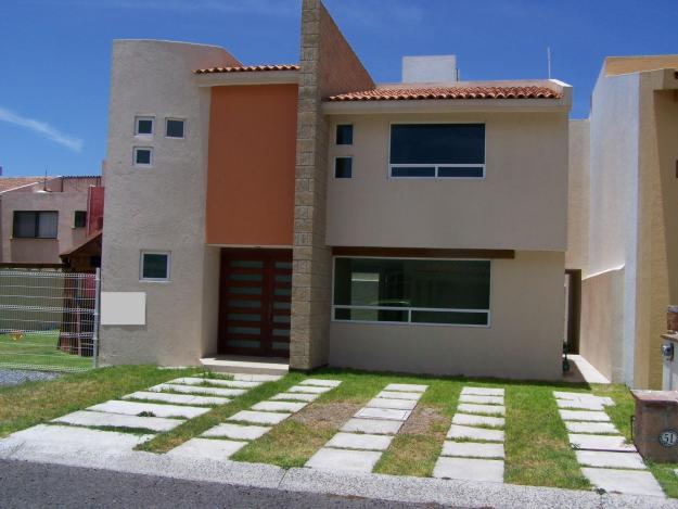 Fachadas de casas modernas septiembre 2012 for Fachadas de ventanas para casas modernas