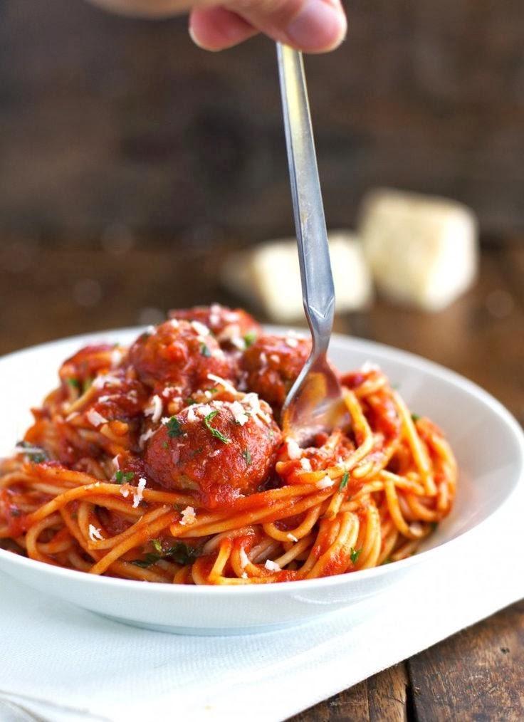 Spaghetti and Meatballs : Italian traditional ...
