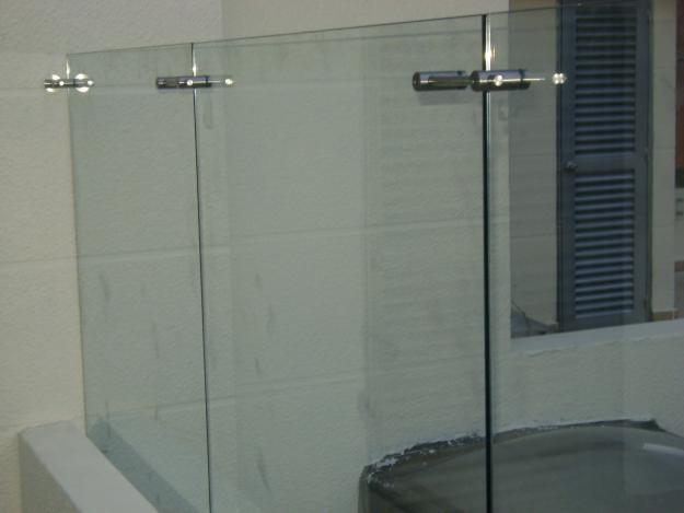 Puertas de vidrio templado para ba o quito for Herrajes para mamparas de cristal