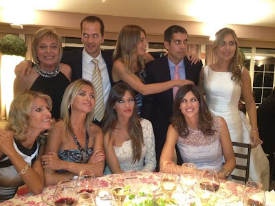 Sara Carbonero vestida de blanco en una boda
