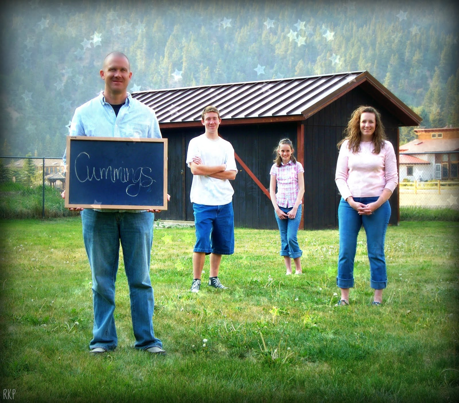 Family portrait ideas outdoors male models picture for Family photo ideas