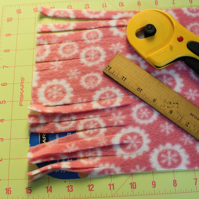 cutting fringes for scarf tutorial