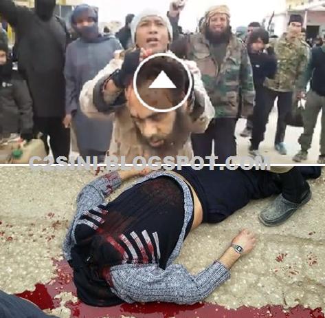 Video Dua lelaki IS Malaysia terlibat sembelih tawanan di Syria