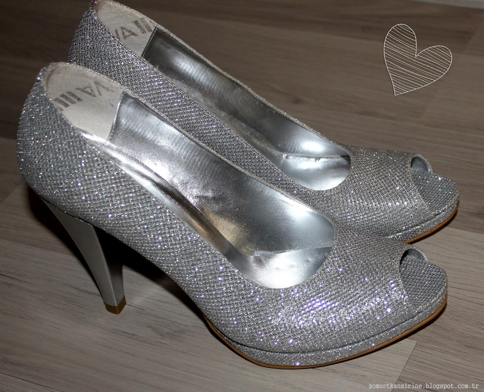 Gümüş Rengi Ayakkabı
