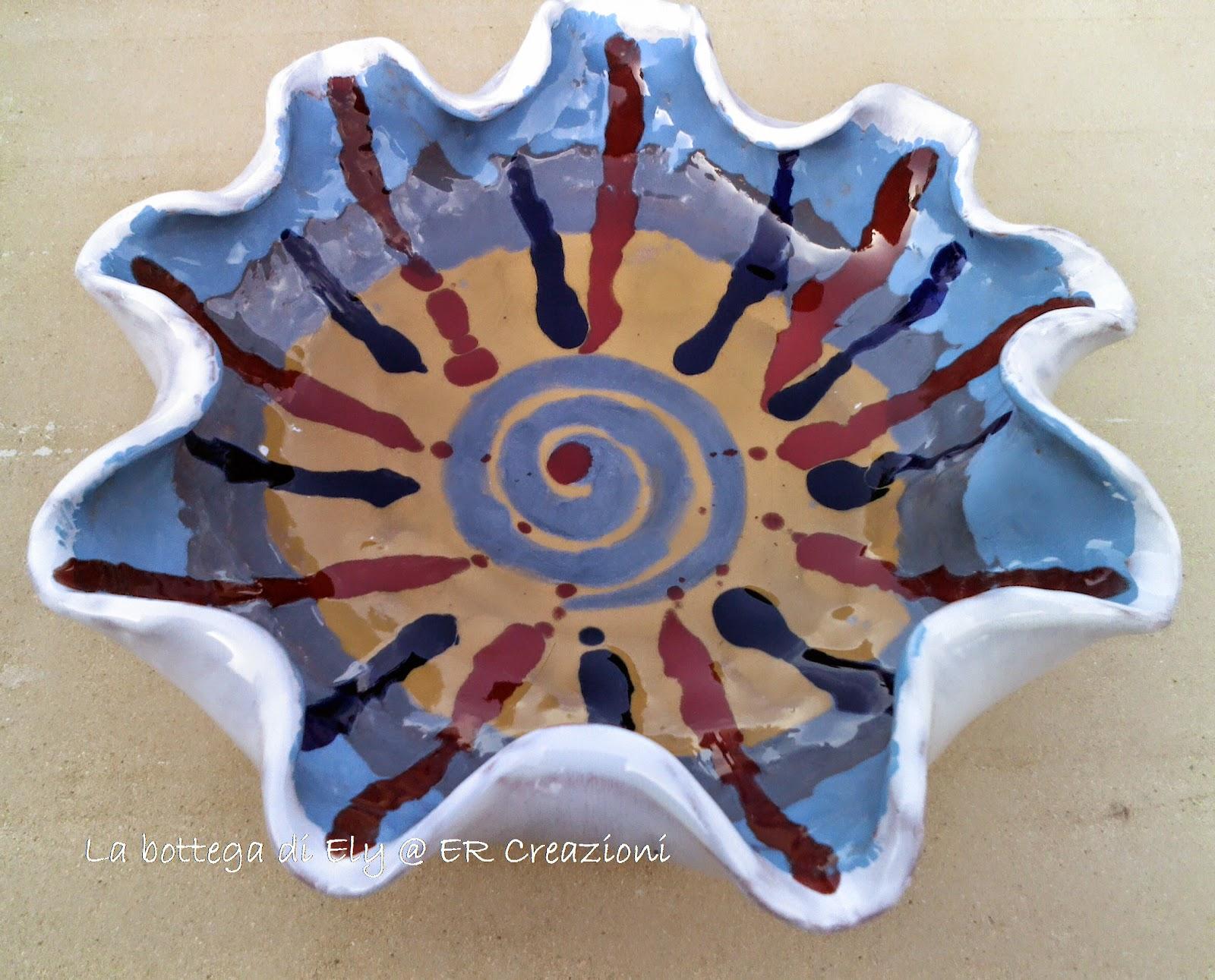piatto in ceramica fatto a mano forma classico con fantasia e giochi