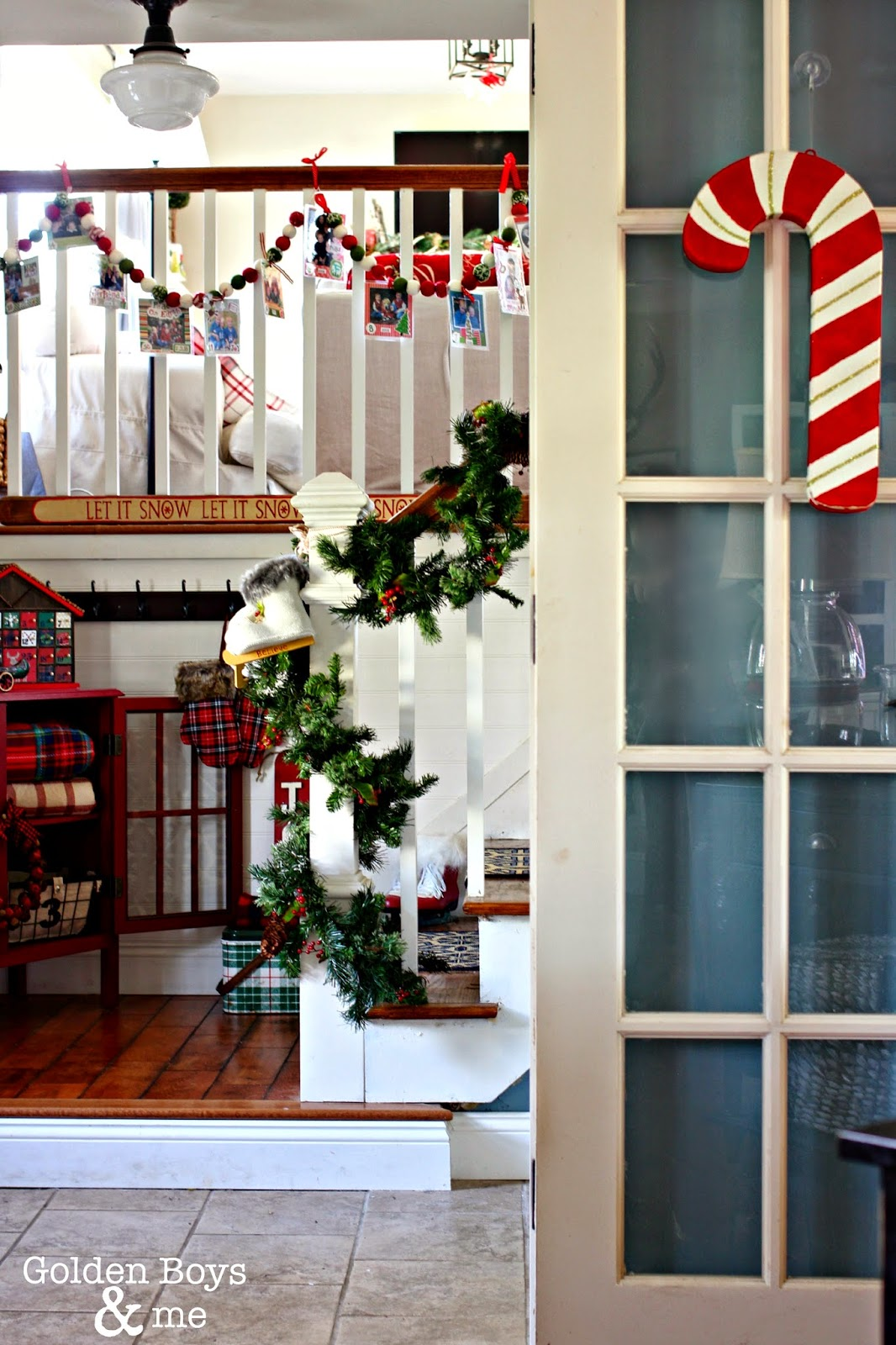Rustic lodge style Christmas entryway-www.goldenboyandme.com