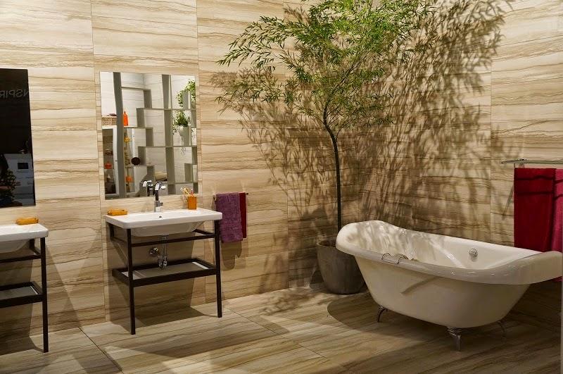 ambiente com porcelanato nas paredes e piso da Portinari - Expo Revestir 2014