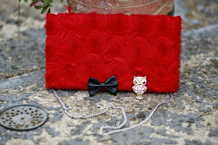 red clutch, swarovski ring, prstýnek