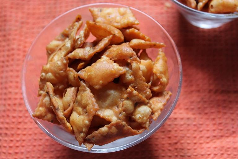 Spicy Diamond Cuts Recipe / Maida Biscuits Recipe