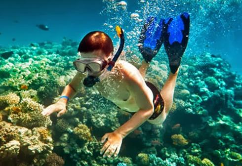 Snorkling di Pantai Bidadari, Manggarai Barat, NTT