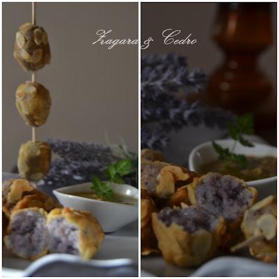 crocchette di patate viola con salsa di patè d'olive verdi profumate