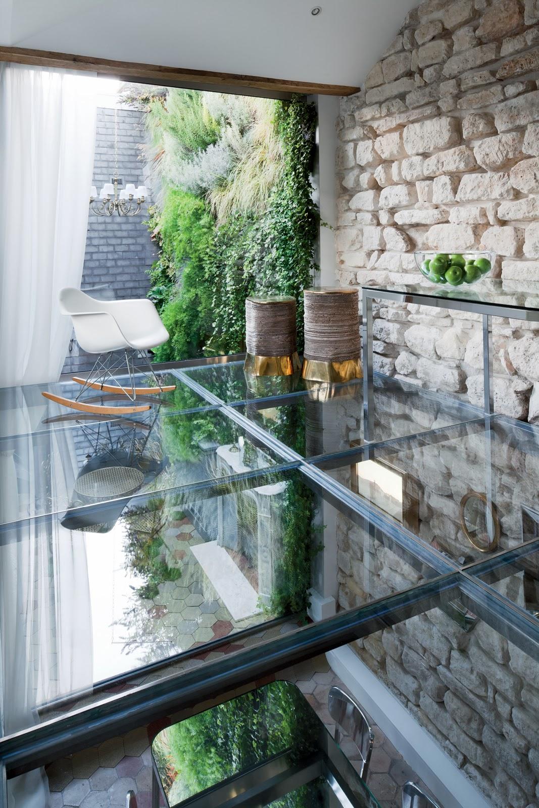 Haus-Umbau in Paris - Lichtschacht und gläserne Decke sorgen für Licht