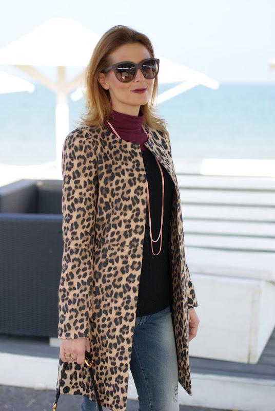 leopard coat, dark lips