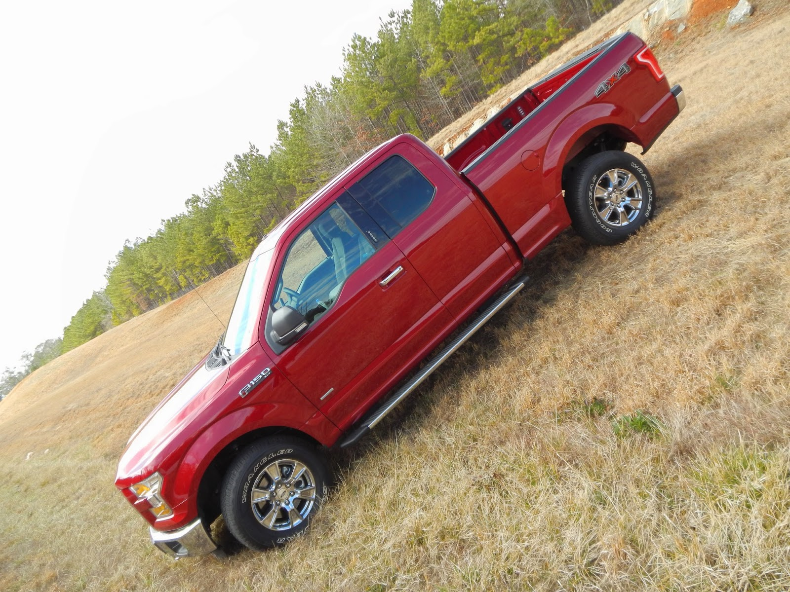 2015 ford f 150 supercab 4x4 xlt returns as the gold for Musser motors in terrell texas