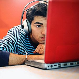 Poderiam os menores serem responsabilizados criminalmente por atos ilícitos cometidos na internet?